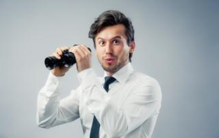 Bild: Man with binocular © steigele / fotolia