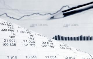 Bild: Financial accounting graphs and charts analysis © Wrangler / fotolia